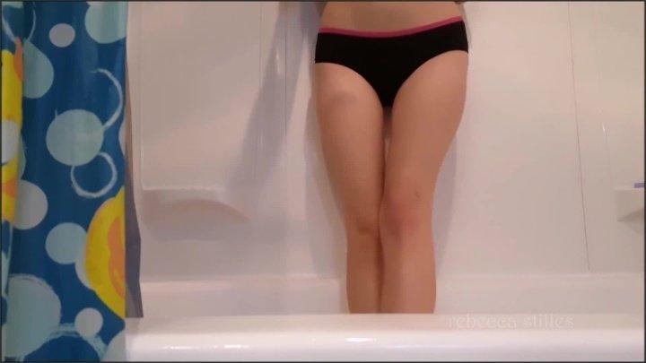 RebeccaStilles69 Candid Pee Show