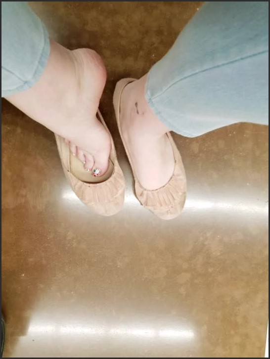 [HD] Story Lesbian Foot Fetish Expierience With Co Worker Sarah  - RomanticTingles - -00:14:01 | Public, Co Worker - 38,9 MB