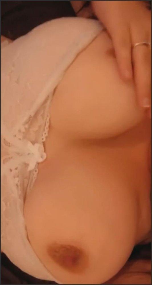 [SD] Big Tits Bouncing Squeezing Nipple Twisting Huge Dildo  - Scarlet James 301 - -00:08:03 | Huge Natural Tits, Nipple Play, Brunette - 56,6 MB