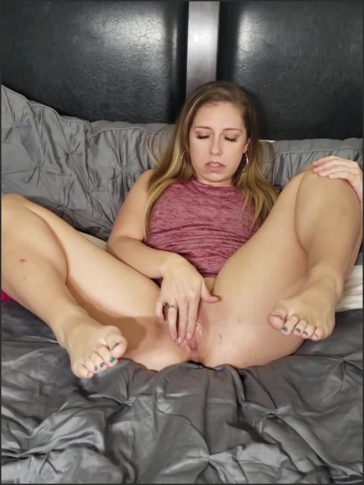 [SD] Petite Teen Shows Off Feet As She Masterbates With Fingers And Dildo  - ScarletteD_Xo - -00:07:18 | Solo Female Orgasm, Dildo Masturbation, Teen Feet - 79,2 MB