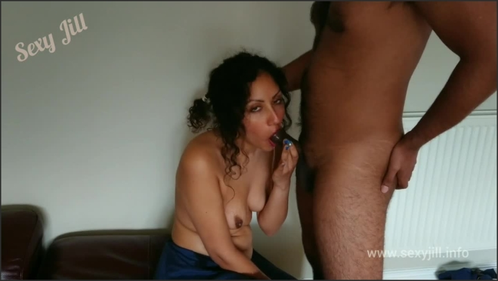 Sexy Jill Sexy Indian Wife In Saree Gives Sloppy Gagging Choking Blowjob Throatpie