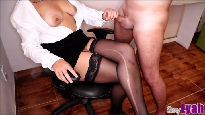 [Full HD] Sexy Secretary Lets New Intern Cum On Her Crossed Legs In Stockings - SexyLyah - - 00:08:20 | Kink, Big Tits - 141,1 MB
