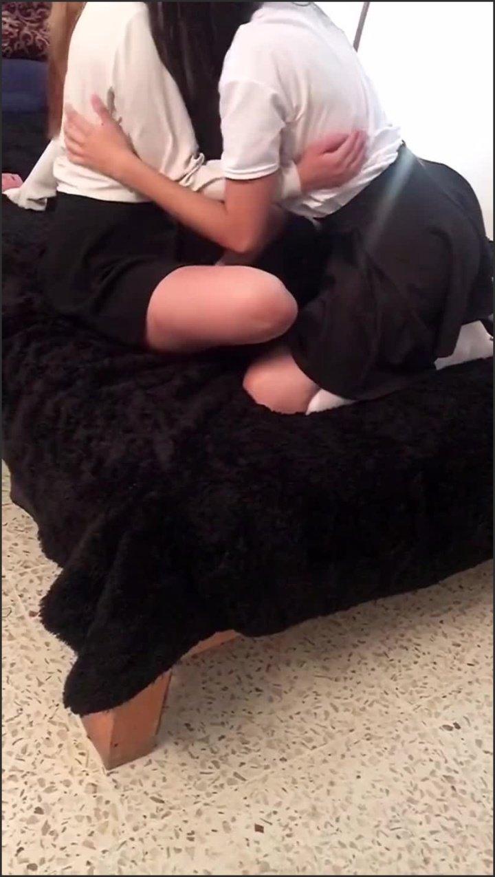 [SD] Lesbianas Mexicanas Descubro A Mi Hermana Con Su Amiga D La Escuela Parte 2 - SexysHomeMade - - 00:19:35   Pov, Ffm - 335,5 MB