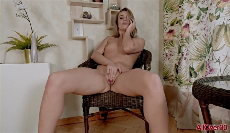 [Full HD] Bella Bond - Mature Pleasure 17.08.20 - Bella BondModels Age: 30 - SiteRip-00:15:11   Mature, Small Tits - 1,1 GB