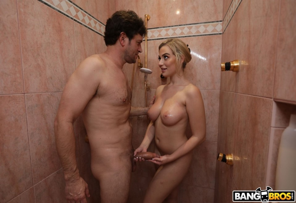 [HD] Blake Blossom - Getting Dirty In The Shower - Blake Blossom - SiteRip-00:35:24   White, Young - 1,5 GB