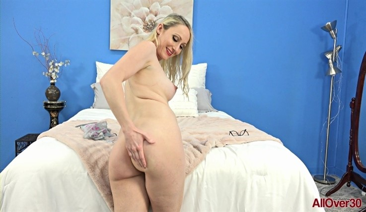 [Full HD] Crystal Clark - Mature Pleasure 25.08.20 - Crystal ClarkModels Age: 30 - SiteRip-00:11:33 | Posing, Masturbate - 1 GB