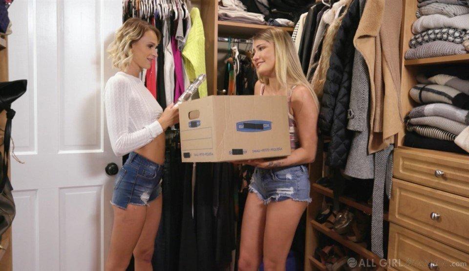 [Full HD] Emma Hix, Adria Rae - Mom'S Closet Strap Emma Hix, Adria Rae - SiteRip-00:25:17 | Teen, Massage, Natural Tits - 987,1 MB