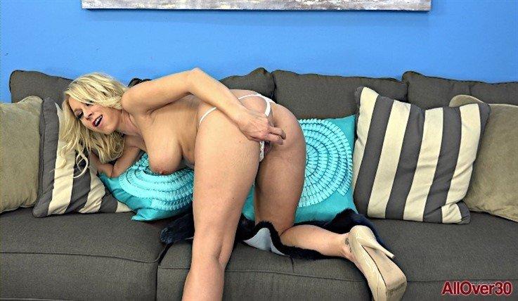 [Full HD] Katie Morgan - Ladies With Toys 24.02.20 Katie MorganModels Age: 39 - SiteRip-00:10:11 | Big Tits, MILF, Posing, Solo, Masturbate, Mature, Toys - 1 GB