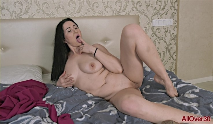 [Full HD] Liliya - Mature Pleasure 23.06.20 LiliyaModels Age: 41 - SiteRip-00:15:30 | Masturbate, Big Tits, Mature, Posing, Solo - 975,4 MB