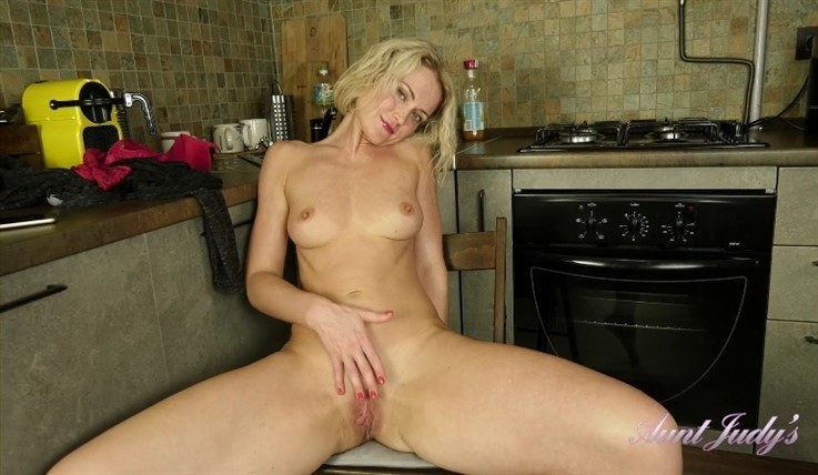 [Full HD] Natie - Kitchen Close Up Fussy Fingering 02.12.19 Mix - SiteRip-00:13:12 | Small Boobs, Blondes, Kitchen - 655,1 MB