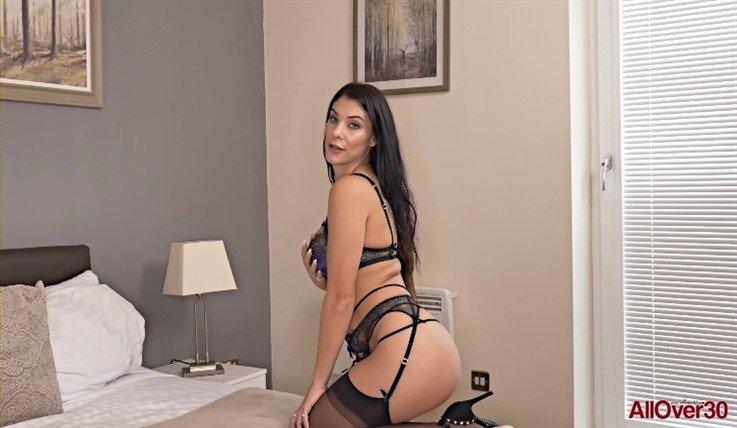 [Full HD] Roxy Mendez - Mature Pleasure 03.07.20 Roxy MendezModels Age: 31 - SiteRip-00:11:40   Solo, Mature, Masturbate, Big Tits, Posing - 575,9 MB