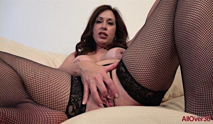 [Full HD] Samy Rodriguez - Mature Pleasure 21.08.20 - Samy RodriguezModels Age: 51 - SiteRip-00:12:31   Posing, Masturbate - 1,1 GB