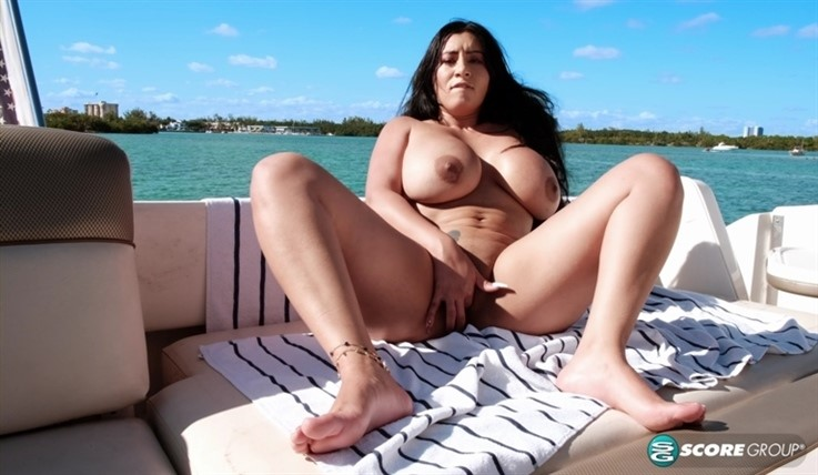 [4K Ultra HD] Selena Adams - A Day On The Bay With Selena Adams 03.10.20 - Selena Adams - SiteRip-00:15:58   Masturbation, Brunette, Outdoors - 3,3 GB