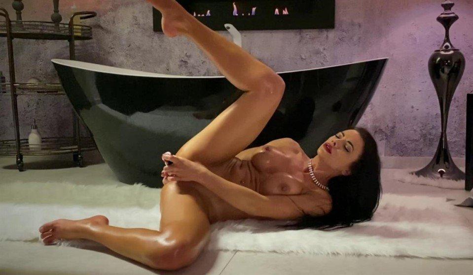[Full HD] Shalina Devine - Classy Shalina Devine Romantic Anal Toying At The Bathtub Shalina Devine - SiteRip-00:26:55 | Brunette, Big Tits, Masturbation, Babe, Solo, Bathroom, Anal, Pornstar, Romanian, Pussy Fingering, Piercing, Dildo - 1,2 GB