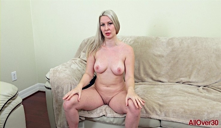 [Full HD] Sydney Paige - Interview 11.08.20 - Sydney PaigeModels Age: 31 - SiteRip-00:12:52 | Posing, Big Tits, Interview - 1,5 GB