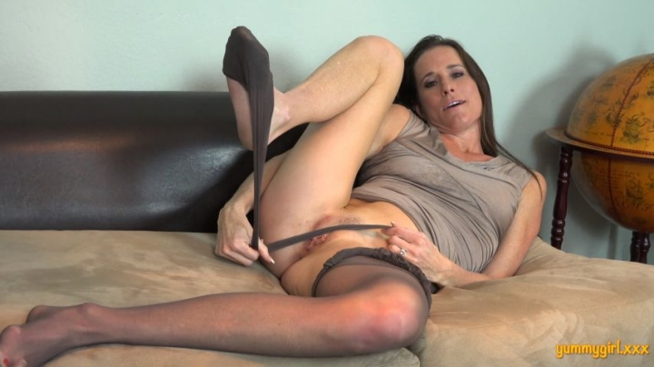 Sofie Marie Pumps And Pantyhose