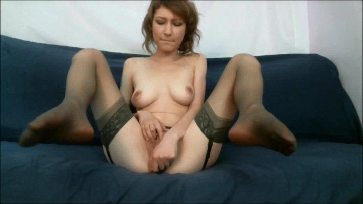 Sukisoko Cumming In Garter Belt And Stockings