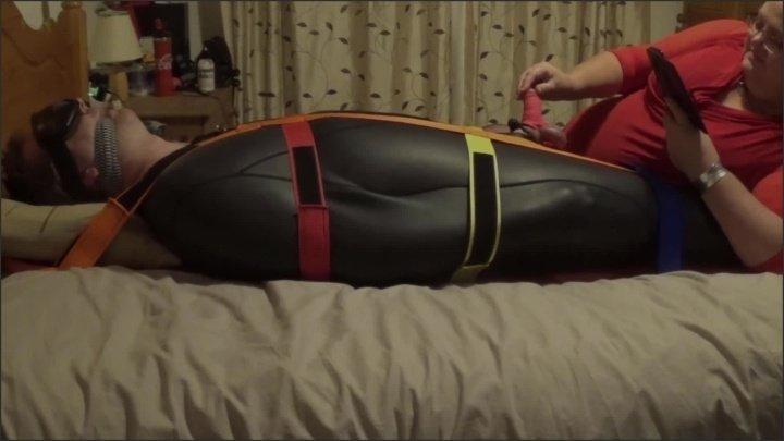 [Full HD] Strapped Down Neoprene Sleepsack Handjob Torture Part 2 - TOPofthePOT - - 00:21:58 | British, Amateur - 273,3 MB