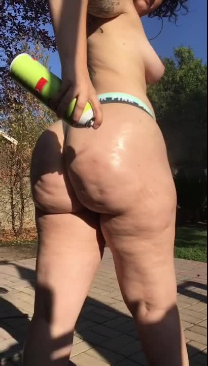 Thickii Nickii Backyard Tanning And Twerking