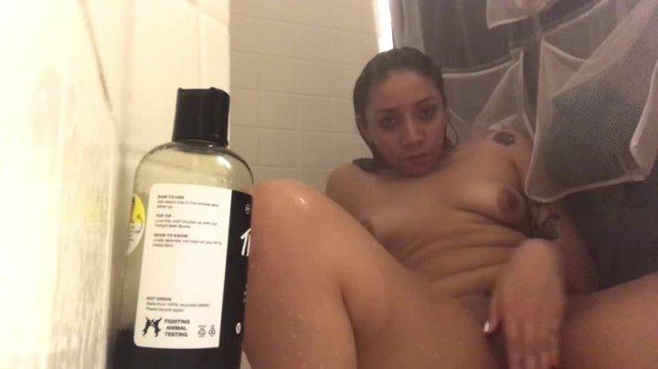 Tiny Stazia Quick Shower Masturbation