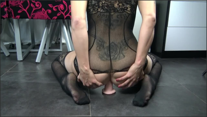 Play With My Ass And Squirt Femme Fontaine Adore L Anal By Vic Alouqua