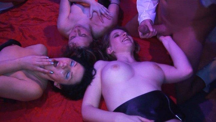 Vidzflix German Swinger Club Orgy