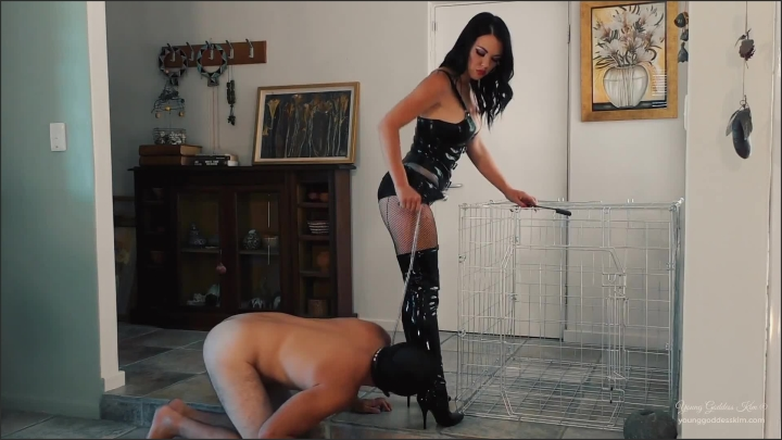 [Full HD] Latex Goddess Uses Caged Boot Bitch Femdom Worship Young Goddess Kim - Young Goddess Kim - - 00:12:52 | Exclusive, Old/Young - 220,1 MB