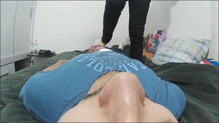 [Full HD] Stinky Keds Feet On Face Handjob - AdoreZee - - 00:09:18 | Brazilian Feet, Exclusive - 235,2 MB