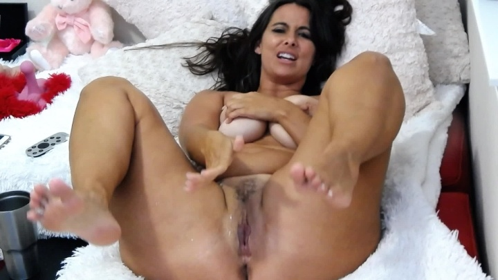 Curvymodelmilf Squirting Twice Live For Over 1500 Fans