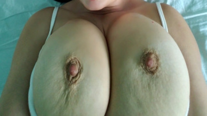 [Full HD] Flybigtitsnow Licking Sucking Nipples  - Flybigtitsnow - ManyVids - 00:10:11 | Tit Sucking / Nipple Fetish, Huge Boobs - 1,2 GB