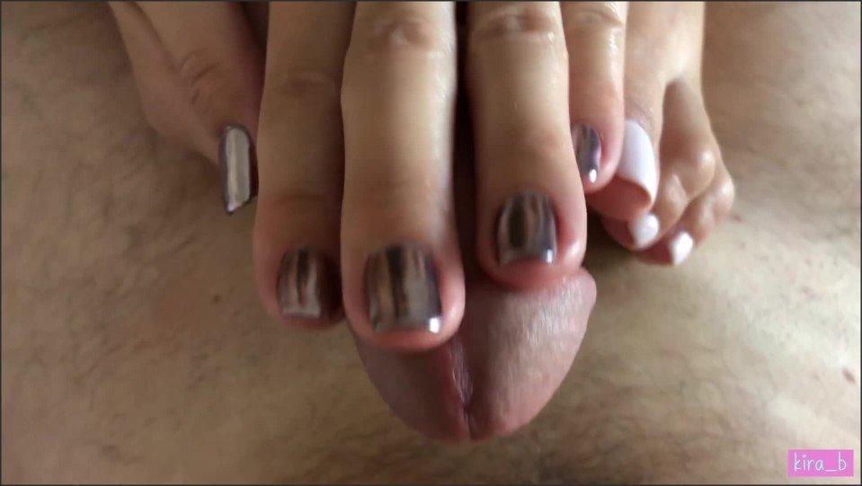 [Full HD] Kira B Footjob And Handjob Combo Scratching His Balls And Making Him Cum Hard  - Kira_B - -00:08:55 | Verified Amateurs, Cum On Feet, Long Nails Handjob - 210,6 MB