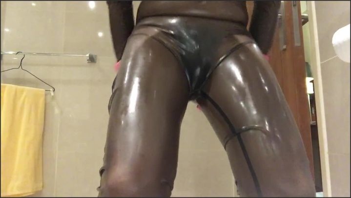 [HD] Latexhk 520 Transparent Black Latex With Wearing C String And P--Ing Inside - Latexhk 520 -  - 00:23:13   Cosplay, Fetish - 280 MB