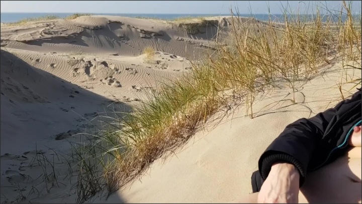 [Full HD] Almost Caught On The Beach - Likehuge - - 00:07:16 | Almost Caught, Hot Mom, Milf - 129 MB