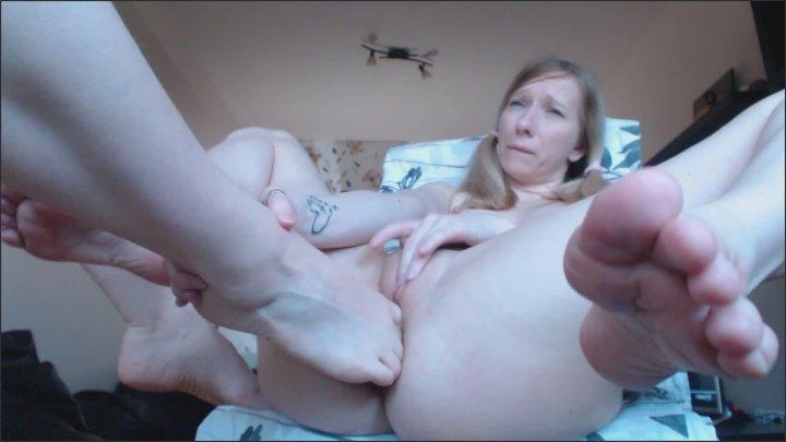 [Full HD] Llovers4U2 Teen Girls Toes Fuck Feet Masturbation - Llovers4U2 - ManyVids - 00:06:01   Size - 112 MB