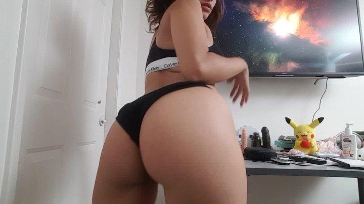 Mayamorena Break For Some Twerking