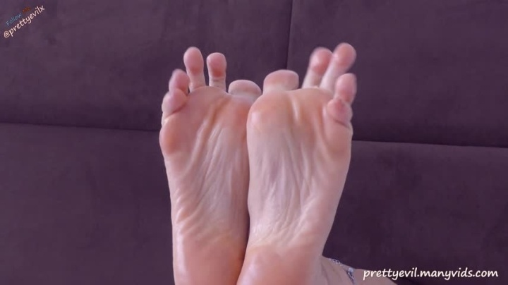 Prettyevil Hot Footjob And Cum On Feet