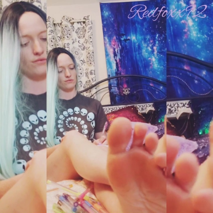 [SD] Redfoxx92 Ignoring You While Journaling - Redfoxx92 - ManyVids - 00:05:15   Arab Foot Fetish, Ass Fetish, Foot Domination - 326,7 MB