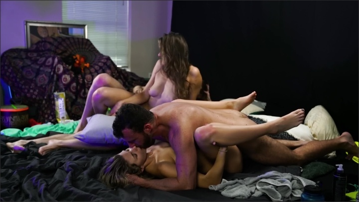 [WQHD] Passionate Double Couple Show With Creampie Beautiful Emotional Reactions - SexyHippies - - 00:26:52 | Big Dick, Group Sex - 451,1 MB