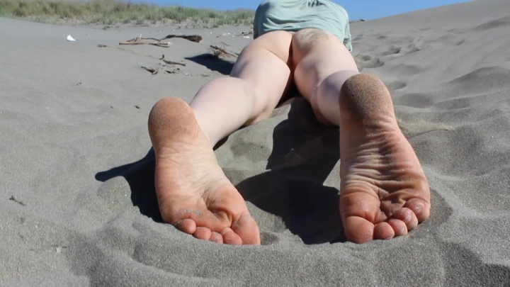 Sexyredfox89 Sandy Feet And Butt