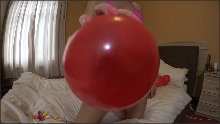 Sophia Smith Popping Balloons With My Long Nails