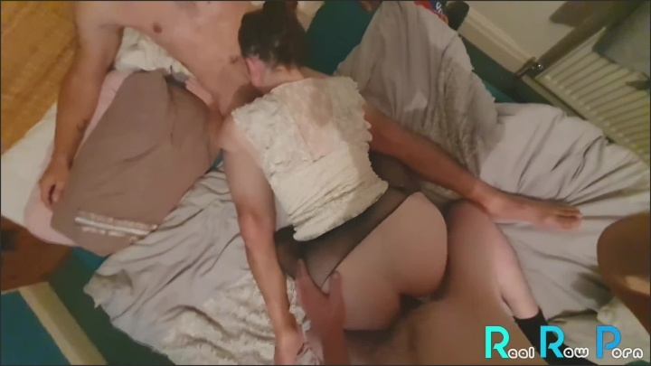 [Full HD] A Greedy Girls Threesome Raw Footage - Troubleandmischief - - 00:20:06 | Spitroast Friend, Slut - 521,9 MB