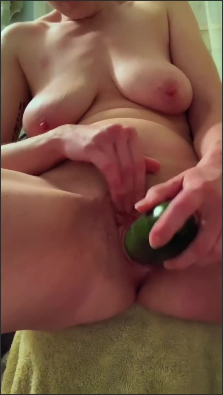 [SD] Cucumber In My Ass Makes Me Squirt - Yellow Ranger - - 00:14:11 | Masturbation, Verified Amateurs, Fetish - 189,2 MB