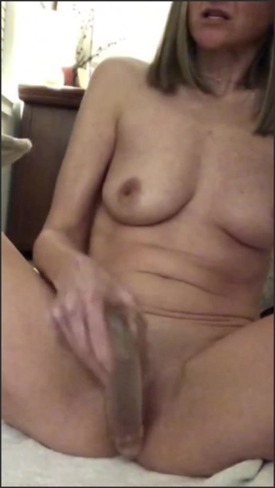 [SD] Naughty Little Milf Teases And Fucks Herself With A Huge Dildo And Sucks Her Butt Plug  - Yogabutt73 - -00:09:27   Tight Shaved Pussy, Mirror Tease - 110,7 MB