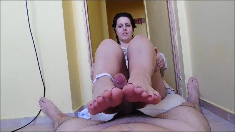 [Full HD] Make Me Cum With Your Feet Pls - Young_Strawberry - -00:09:19 | Brunette, Handjob, Footjob - 348,1 MB